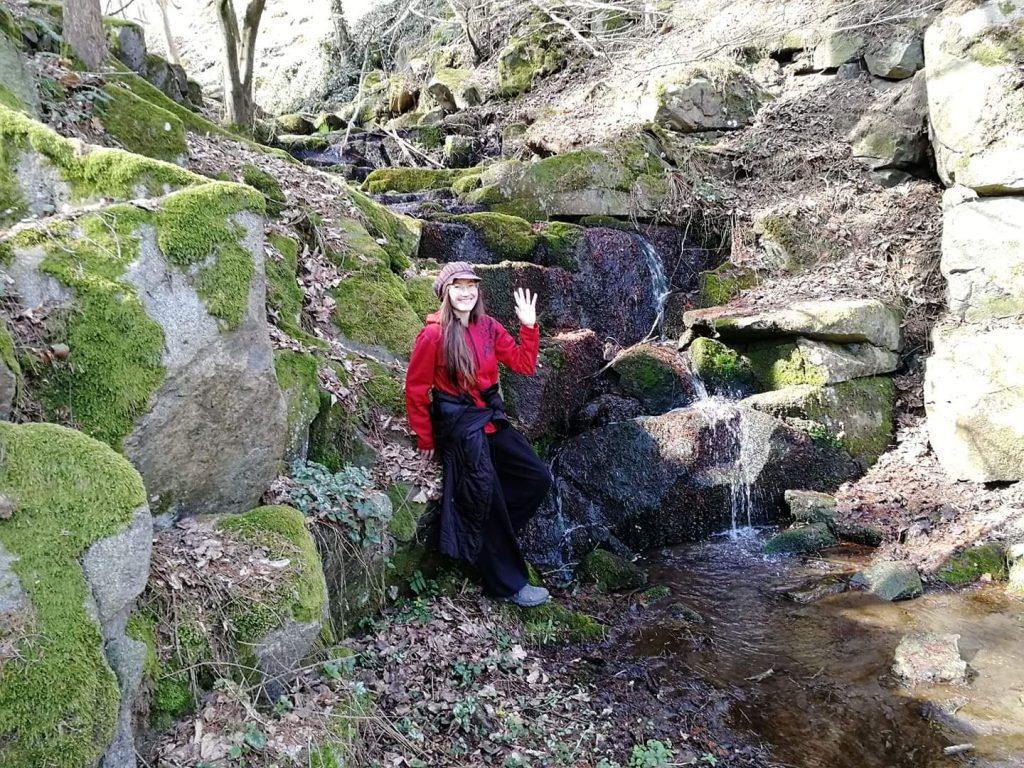 U Hostěradických vodopádů poblíž Sázavy